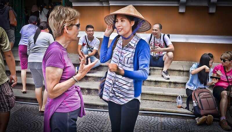 Học Văn Sử Địa có thể chọn nghề hướng dẫn viên du lịch