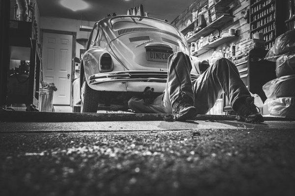 Thợ cơ khí ô tô
