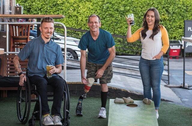 Người khuyết tật vẫn có thể sống vui vẻ, hòa đồng với mọi người