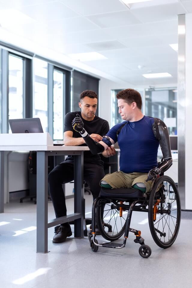 Người khuyết tật nặng cần sự giúp đỡ của người khác