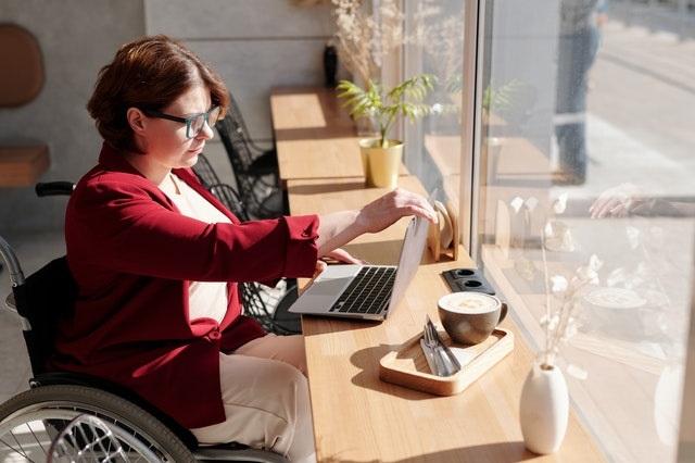 Người khuyết tật vẫn có thể làm việc tốt như thường