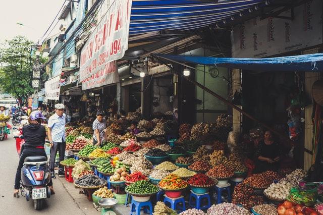 Cách mua bán ngày xưa là thông qua chợ