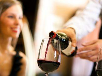Rót rượu vang chuyên nghiệp