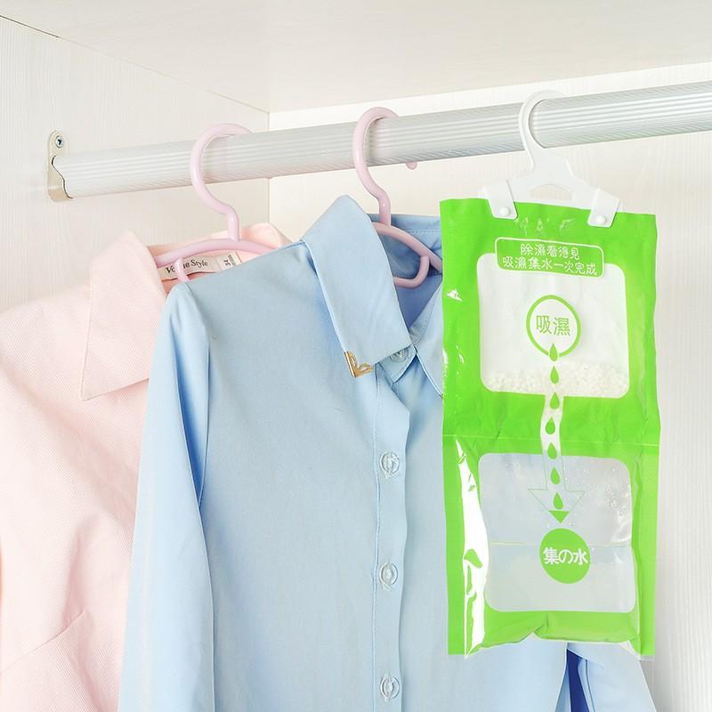 Túi hút ẩm treo trong tủ đồ